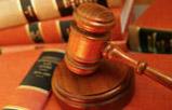 Photo maillet de juge sur socle en bois