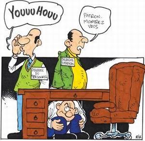 Illustration patron caché sous bureau et délégués syndicaux l'appelant